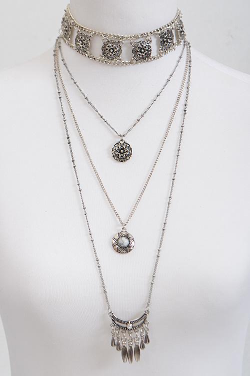 the diamond necklace theme