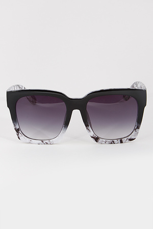 Very Chic Framed Sunglasses