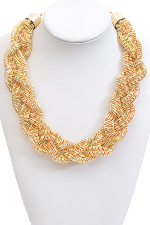 Twisted Doughnut Shape Chain Necklace