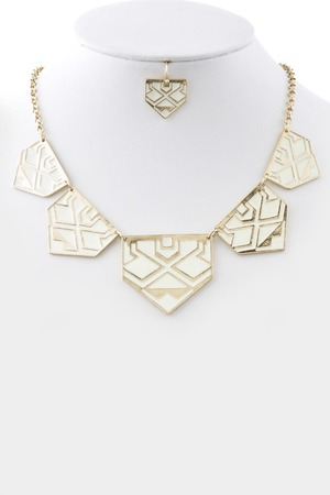 Triangle tribal plaque necklace_3JCC1