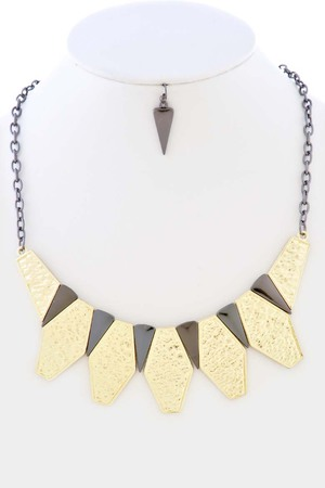multi layered diamond shaped necklace_3JAC6
